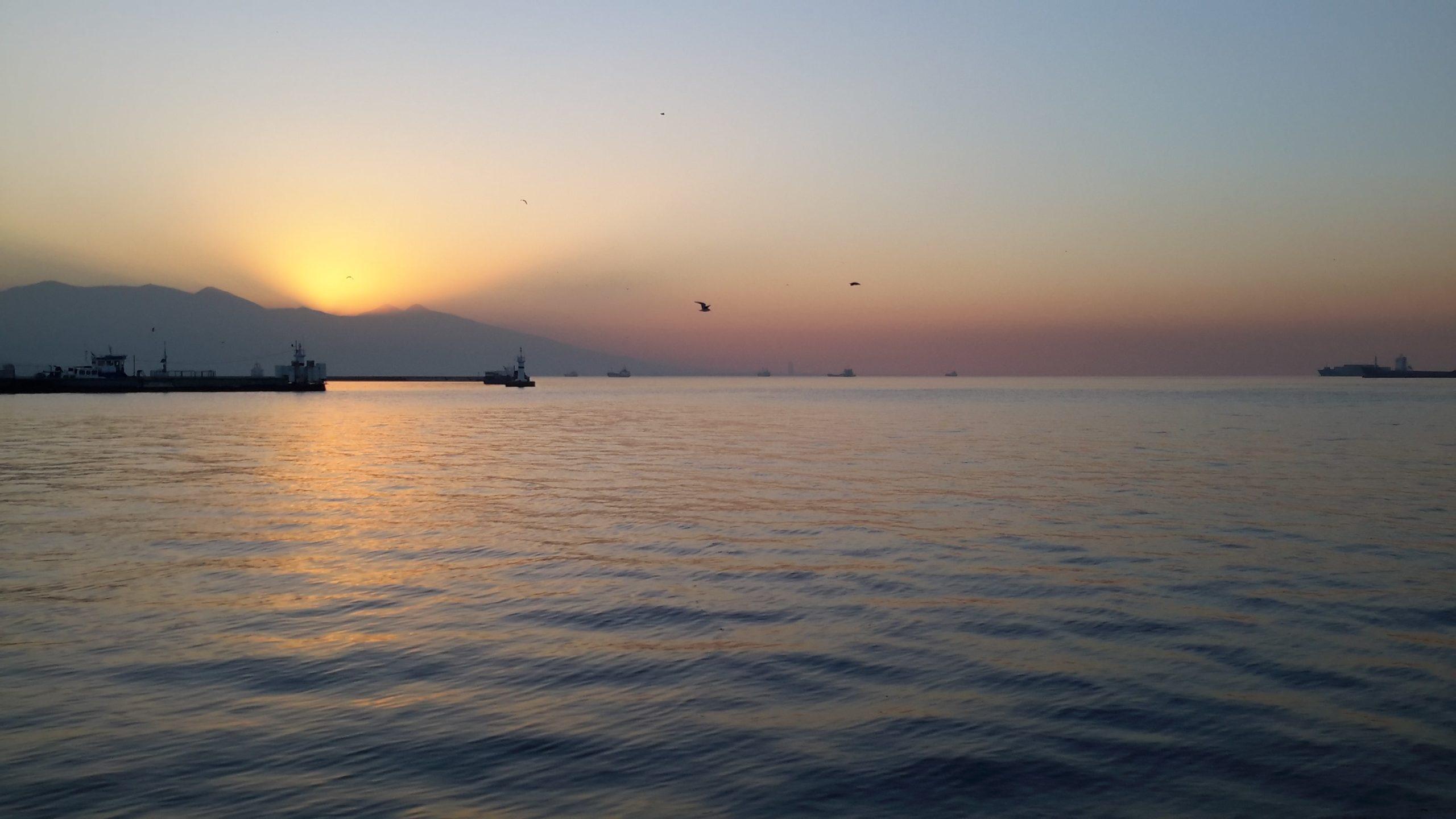 Vista do por-do-sol em Esmirna (Izmir), Turquia